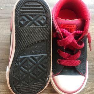 Toddler sz 8 Boys Hi-Top Converses. Red and Black